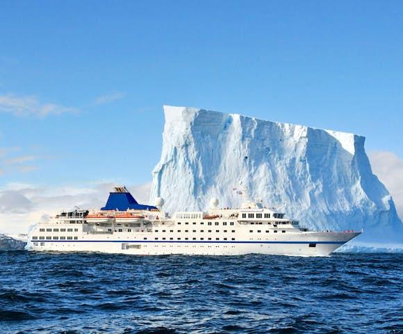 MS Adventurer - Arctic Ship