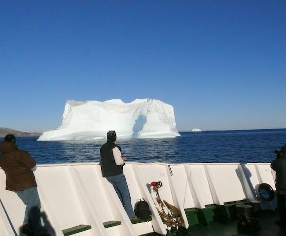 Boat-iceberg